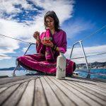 Fare yoga in barca avela